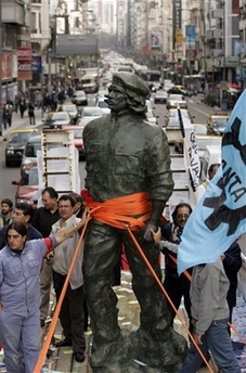 Che's statue is unveiled in Argentina